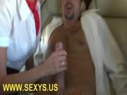 สองพนักงานสาวเงี่ยนร่านบนเครื่องบิน เงี่ยนไม่เลือกสถานที่จริงๆ ชวนผู้โดยสารเย็ดกระเด้าหีมันส์มาก