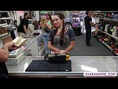 สาวสวยxxxมาซื้อแหวนแต่เงินไม่พอเลยให้ขายหีแลกของ โดนควยงัดอย่างซาดิส ล่อบนโต๊ะทำงานจับโกงตูดเย็ดอย่างมัน
