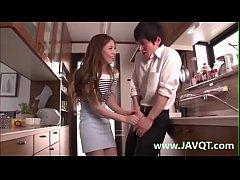 หนังxญี่ปุ่น เเม่เพื่อนขอดูควยเลยจัดหนักให้แอบเย็ดเเม่เพื่อนในห้องครัวหนังxญี่ปุ่นเเนวสาวใหญ่