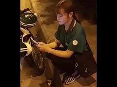 คลิปหลุดเวียดนาม พนักงานส่งอาหารโดนเรียกมาเย็ดหีสาวเวียดนามขับGrabโดนหลอกมาเย็ดถ่ายคลิปหลุด