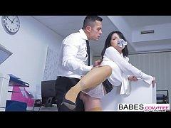 xxx เย็ดเลขาสาว เมื่อเจ้านายต้องการเลขาสาวก็ไม่อาจขัดโดนจับแหวกกางเกงในเย็ดหีแดงเลย