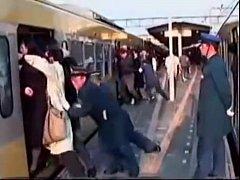 หนังxxxx ข่มขื่นบนรถไฟฟ้า นักเรียนสาวม.ปลายโดนไอ้โรคจิตจับเย็ดบนรถไฟฟ้า