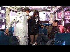 free porn โดนข่มขื่นบนรถโดยสารประจำทาง2หนุ่มรุมเย็ดนักศึกษาสาว