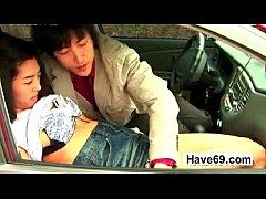 porn หี เย็ดบนรถ เงี่ยนจัดทนไม่ไหวจอดเย็ดข้างทาง  กำลังไปเที่ยวแต่เกิดเงี่ยนกลางทางเลยจอดเย็ดบนรถเลย