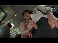 คลิปโป๊สาวเสื้อลายยืนบนรถไฟฟ้าหนุ่มเงี่ยนให้สาวชักว่าวให้คาชุด