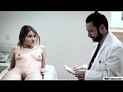 หนังโป๊สาวสวยหน้าเนียนไปตรวจเช็คร่างกายหมอเงี่ยนจับเย็ดคาห้องตรวจร้องอย่างเสียว