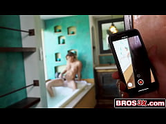 คลิปโป๊แอบถ่ายสาวผมบลอนด์อาบน้ำ โดนเจอเลยจับอมควยไปเย็ดต่อที่ห้องถ่างหีเย็ด
